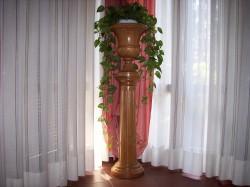 colonna rigata con vaso